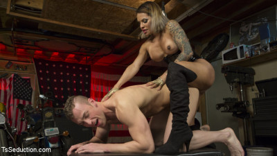 TS Foxxy Fills Alrik Angel's Tank With Hard Dick