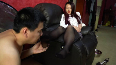 He licked and sucked my smelly feet in pantyhose