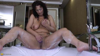 Adelina (44)