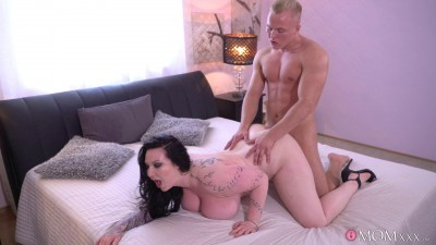 Harmony Reigns — Big Busty British Mom Has Toyboy