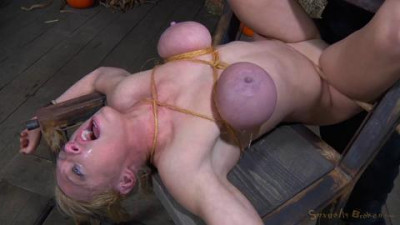 Hardbodied busty Darling crucified