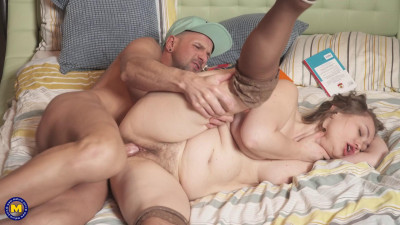 Description Anal fucking his hairy stepmom after spying on her!