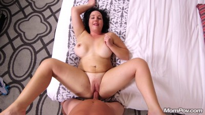 Louise — Thick Amateur MILF Loves Anal
