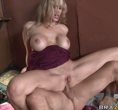Sexy Busty Milf With One Purpose — Get A Big Dick
