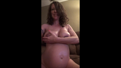 Lubing Up My Preggo Belly and Boobies