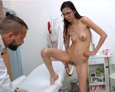 Ashley Ocean (25 years girl gyno exam)