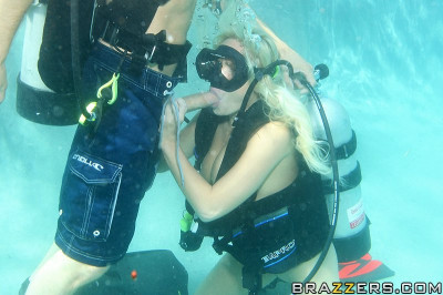 Sexy Blonde Girl Learn To Dive Under The Water