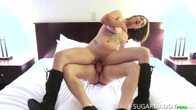 Description SugarDPorn - Lindsey Alan - Needs A New Purse