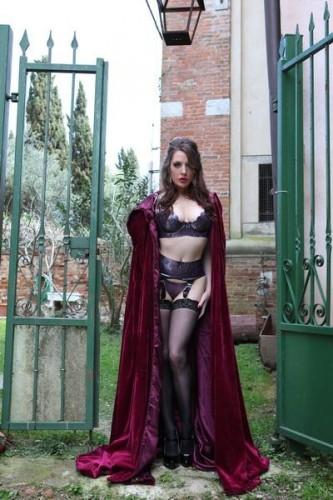 Samantha Bentley - Samantha Gets Streched HD 720p