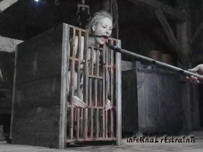 Melody In Caged Cumslut