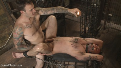 Description Slave #401 submits his entire body to the whims of Mr. Wilde