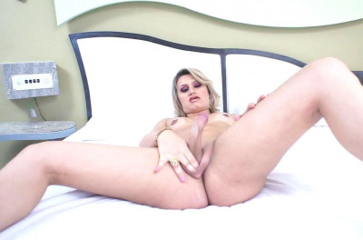 Beautiful Agatha Cums!