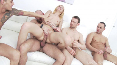 Blonde slut gangbanged by four guys & double penetration