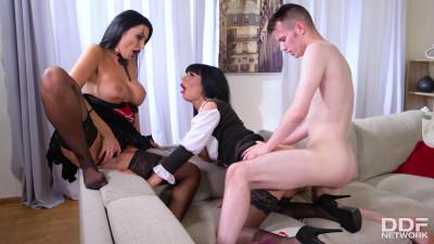 Valentina Ricci Ania Kinski – Big Tittied Cosplay Cuties In Thrilling Threesome 1080p