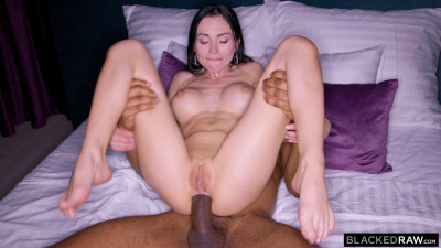 Sasha Rose – Close Up (2020)