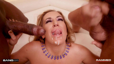Richelle Ryan's Milf Pussy Gets Used By Two Cocks