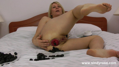 SindyRose insert tons of black olives in her ruined anus hole