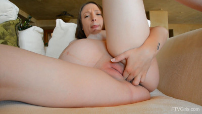 Pregnant Audrey fingering