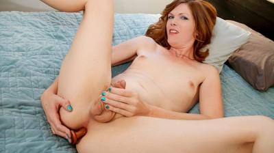 Amy deep's deep dildo play!