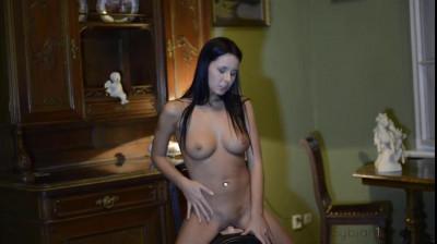 Mia Manarote on the Sybian