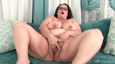Jessica Lust - BBW Keeps Herself Company