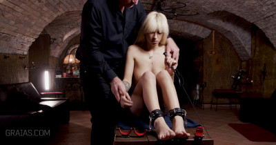 Beauty Slave Punished By Lomp