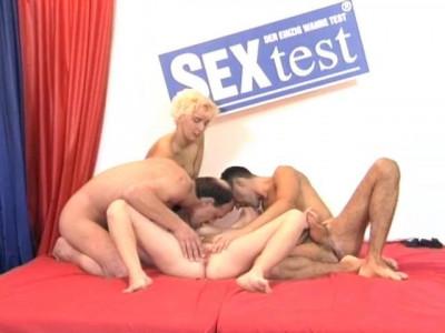 Description Foursome at the sex test
