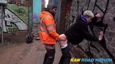 2 Tradies – I Graffiti Cockney Thug Gets Stopped