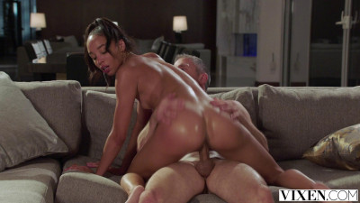 Alexis Tae – Playing At Home