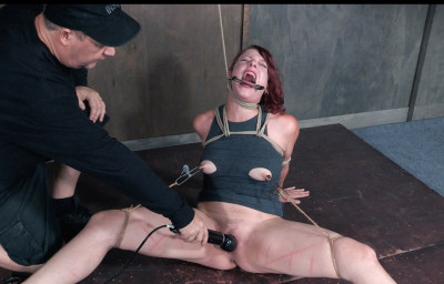 Bondage Slut in Powerful Predicament