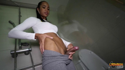 Horny Titi Cums In The Shower