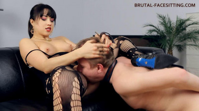Brutal Facesitting - Mistress Taya