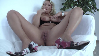 Blonde Milf Vivia fuck-casting full hd