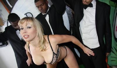 Adrianna Nicole Gets BlowBanged