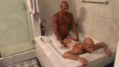Bedroom and Tub Sean Zevran and Rhyheim Shabazz OnlyFans