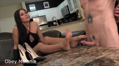 Obey Melanie – Walk On Balls