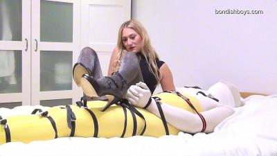 Larissa - Femdom Leg Scissors