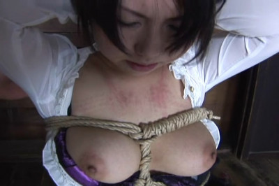 Girl tries a new sensation in the BDSM