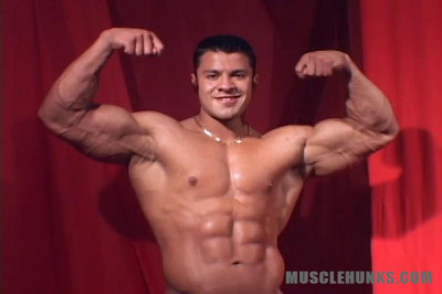 MuscleHunks - Raul Dela Guardia - Caliente