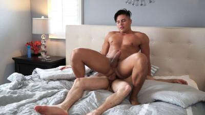 Straight muscle hunk Jake Davis Barebacks gay pornstar, Scotty Marx