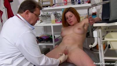 Claudia (19 years girls gyno exam)