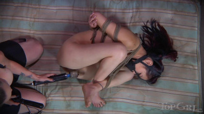Lea Hart and Bella Rossi (download, strap on, spread)!