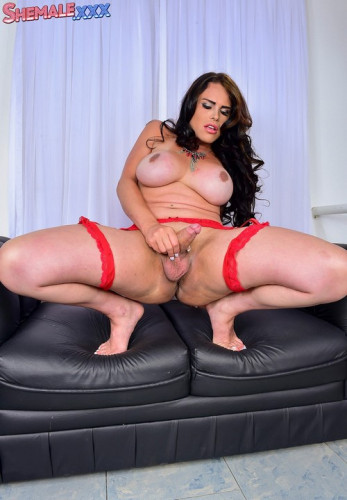 Gorgeous bianca soares shakes her booty!