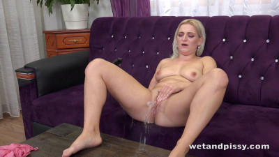 Sandra Bell And Her Gushing Pissing Pussy - table, vid, online...