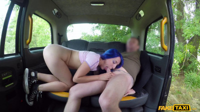 Liz Rainbow - Slim minx fucks for fare free taxis (2018)