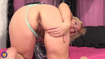 hairy big ass milf slut fisting with pink dildo 1080p