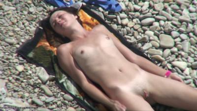 Description Peeped at the beach 21 - Voyeur, Nudism HD