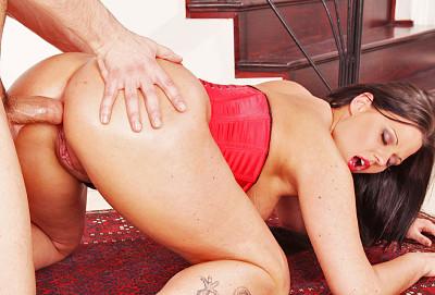 Description A Hottie Seduces Him With Her Magnificent Ass