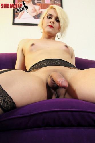 Sexy blonde isabella sorrenti