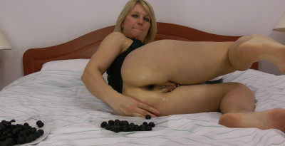 Sindy Insert Tons Of Black Olives In Her Ruined Anus Hole